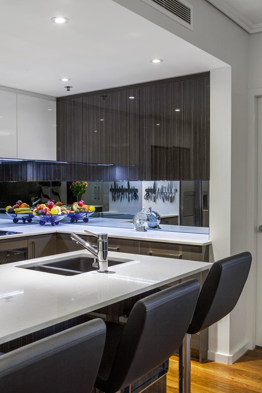 A slick U-shape kitchen design