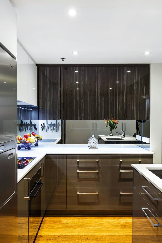 Real Kitchen: Slick U-shaped Kitchen Design