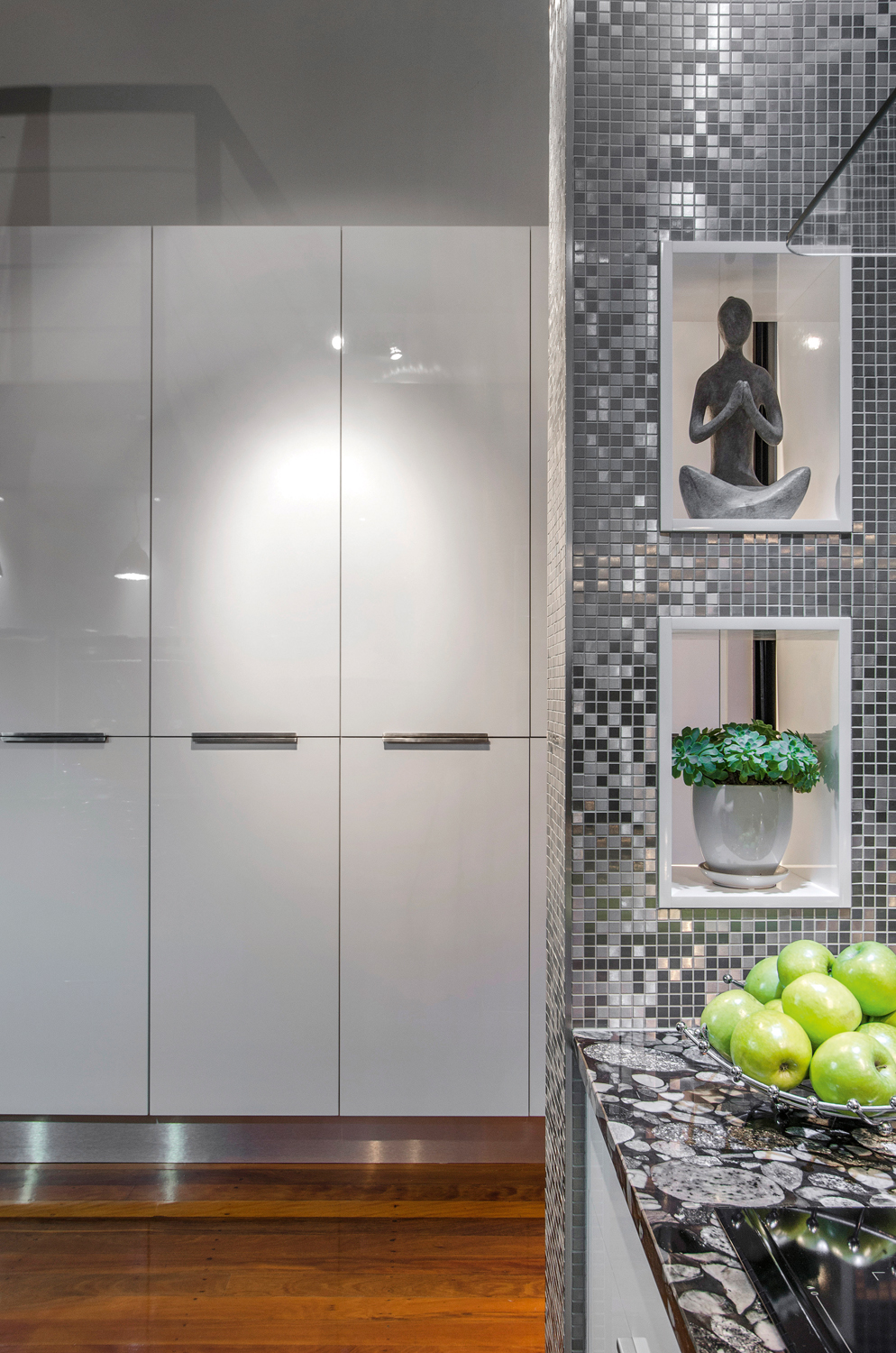 A tiny kitchen that cleverly fits storage and appliances