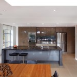Real kitchen: Streamlined modern kitchen