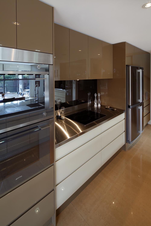 Real Kitchen: Streamlined Modern Kitchen