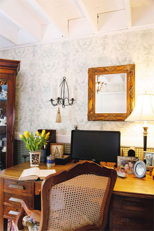 Country styling for the home office