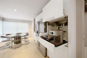 Kitchen design: Green apple splashback