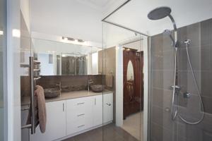 Wonderfully warm bathroom design