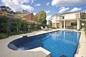A pool design with classic charm
