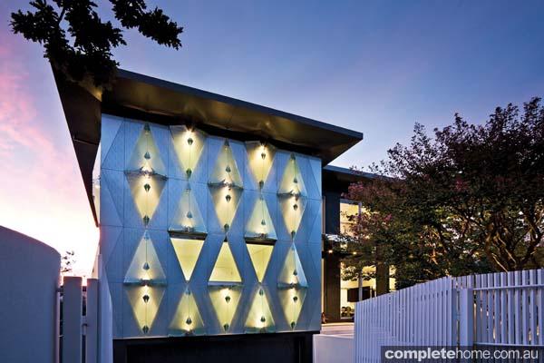 real-home-glamorous-facade-modern-interior1
