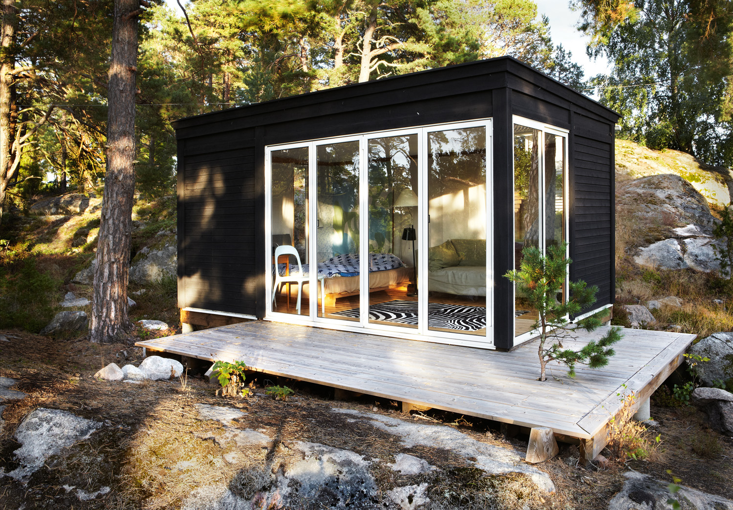 15 fabulous prefabricated homes prefab homes for Eco cabin kits