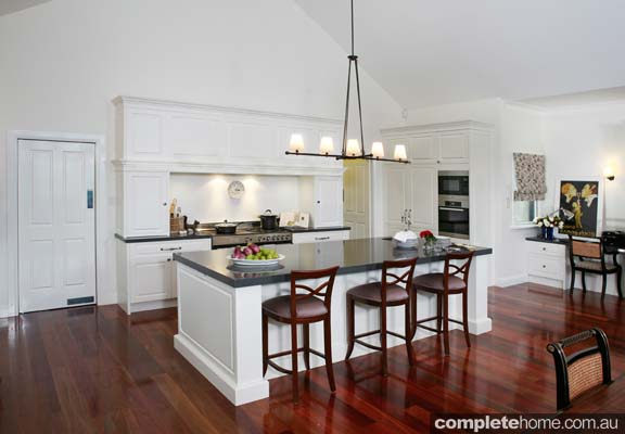 Grand country kitchen - island counter