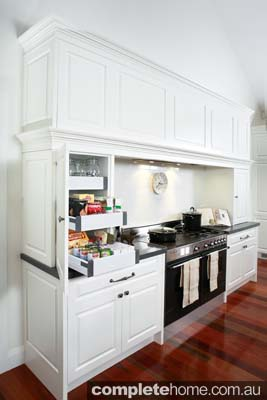 Grand country kitchen - modern stove