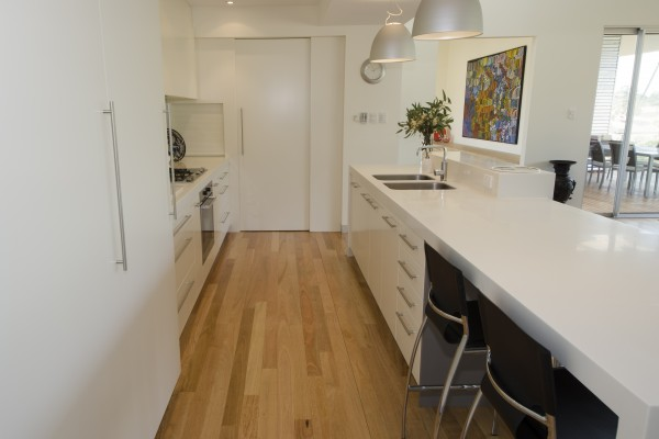 Minimalist kitchen design - white benchtops