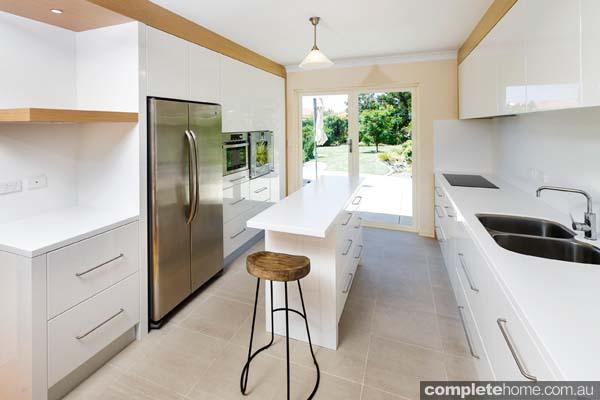 A streamlined modern white kitchen with a minimalist design - Alby Turner & Son Kitchens