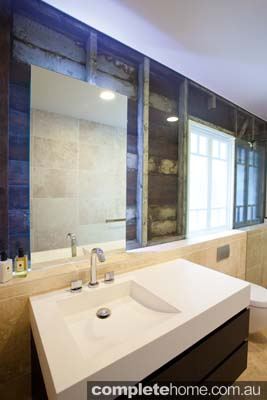 Frameless glass replaces a wall in a modern bathroom - Euroglass