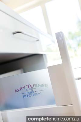 Streamlined white kitchen draw - Alby Turner & Son Kitchens