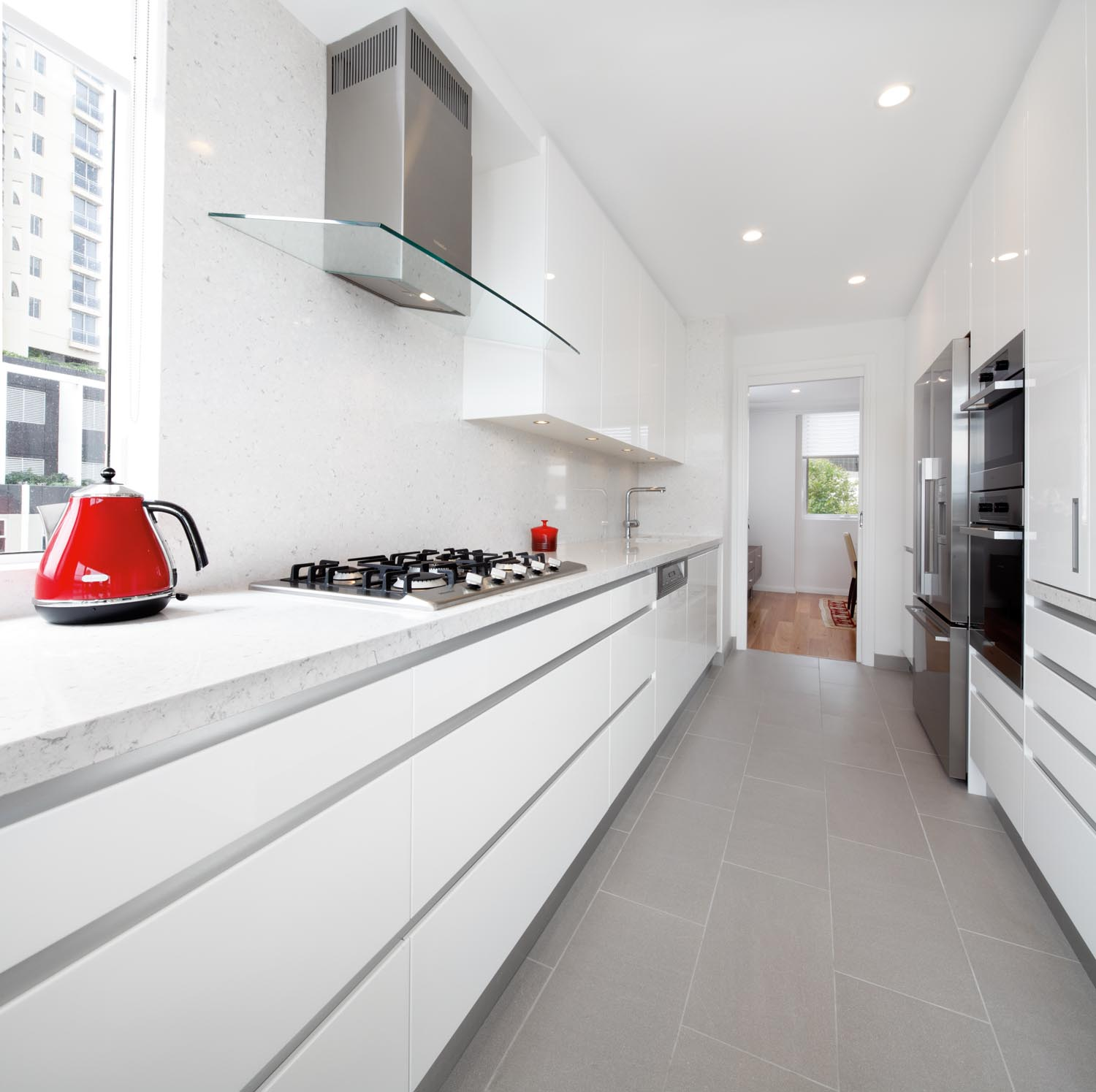 Modern Kitchen Reno: A Seamless And Contemporary Kitchen Design