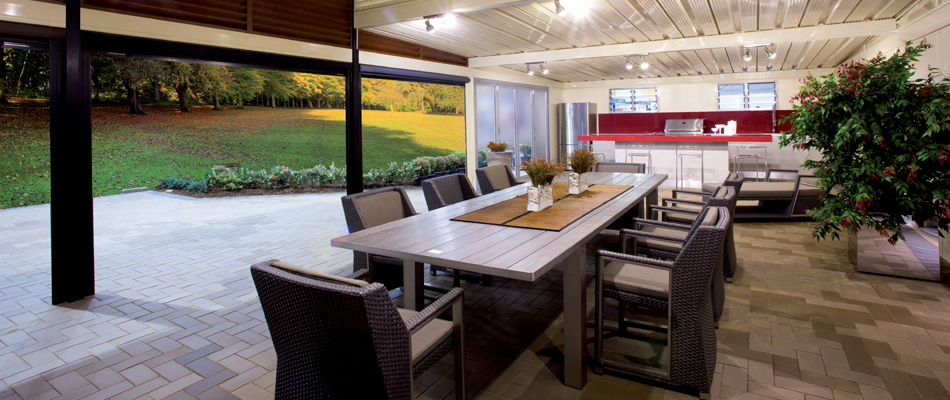 alfresco kitchen and dining area outdoors by Apollo Patios
