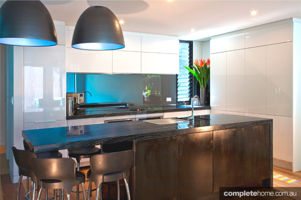 A tranquil and inviting ocean style kitchen design