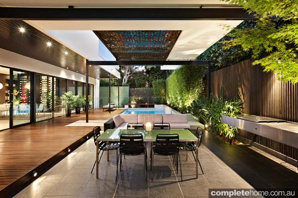18 dream outdoor room designs completehome for Backyard design ideas for entertaining