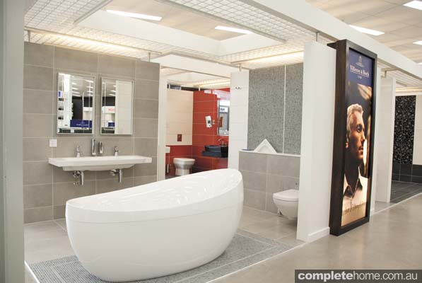 E & S Trading showroom - bathtub