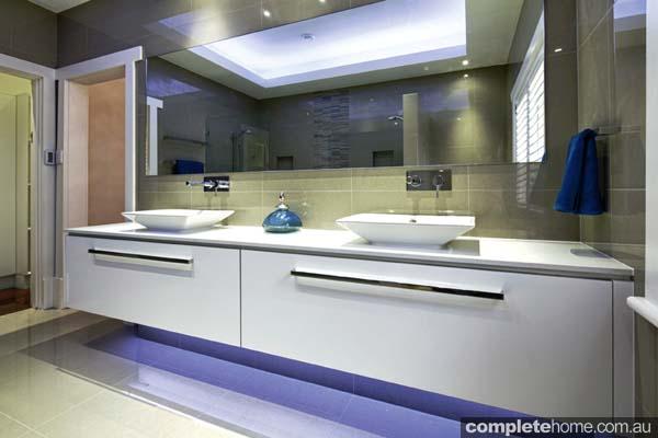 3-symmetrical-luxury-bathroom-design