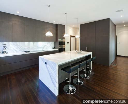 Minimalist kitchen design that makes a striking statement completehome - Minimal kitchen design ...