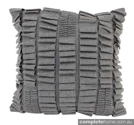 American rustic style: grey felt cushion.