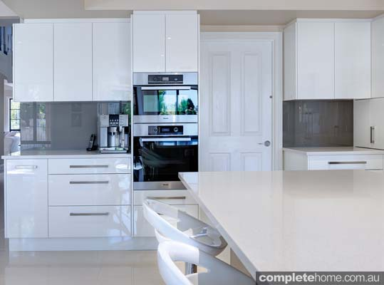 A light contemporary kitchen design from Brilliant SA.