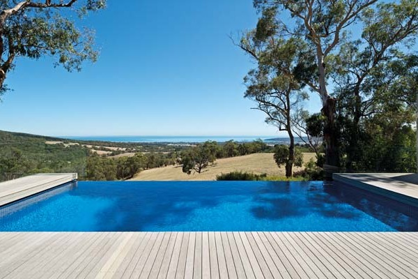 A Modern Pool Design That Harmonises With The Landscape
