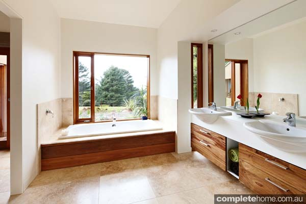 Grand Designs Australia: Warburton open plan bathroom