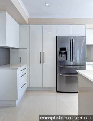 A white contemporary kitchen design from Brilliant SA.