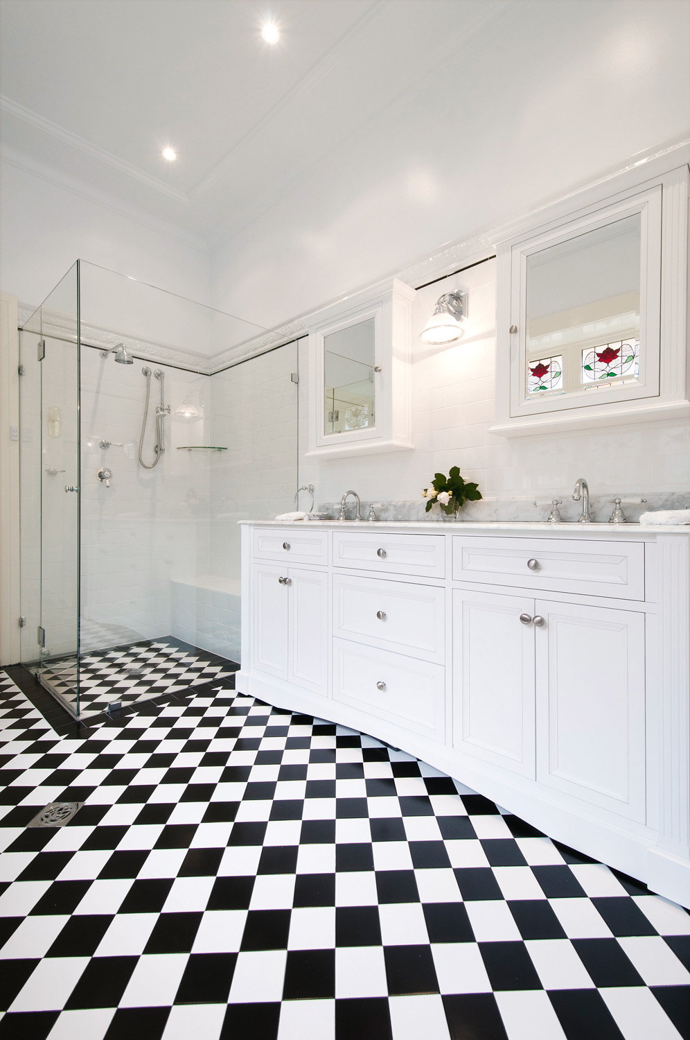 REAL BATHROOM: Traditional Californian bungalow - Completehome