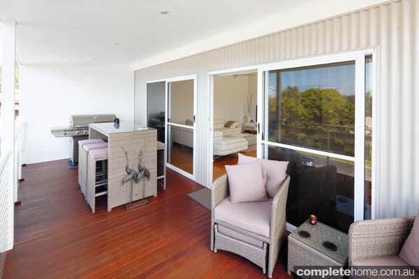 Modern modular home - deck.