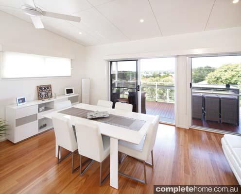 Modern modular home - dining room.
