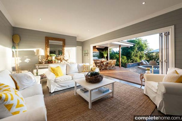 hamptons style rustic lounge