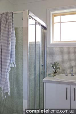 neutral country style shower