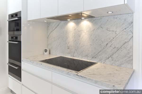 Carrera white kitchen - Miele stove top