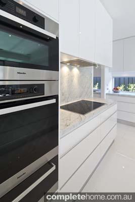 Carrera white kitchen - Miele oven