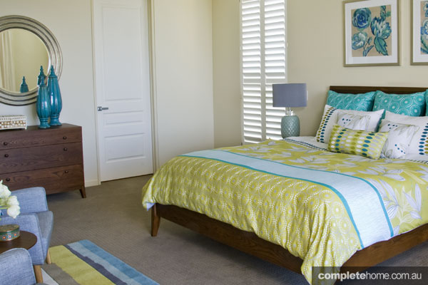 John Croft seaside home design - light bedroom