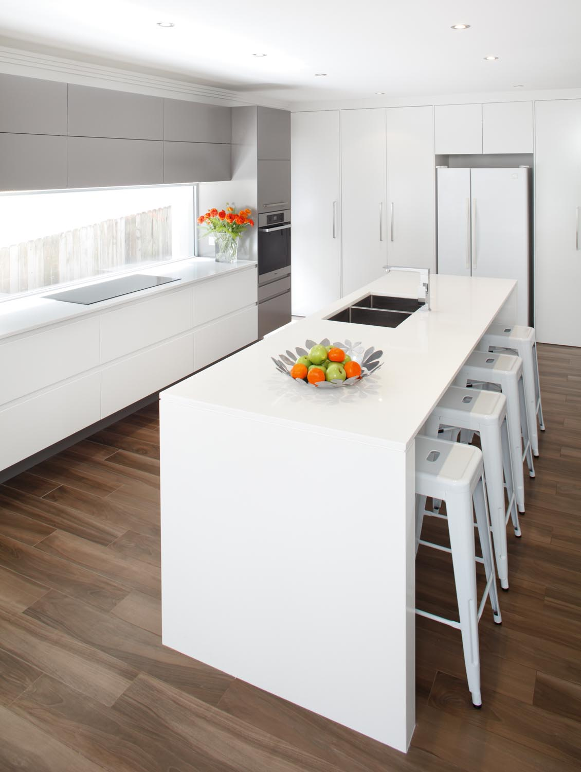 Sleek modern kitchen completehome for Sleek modern kitchen cabinets