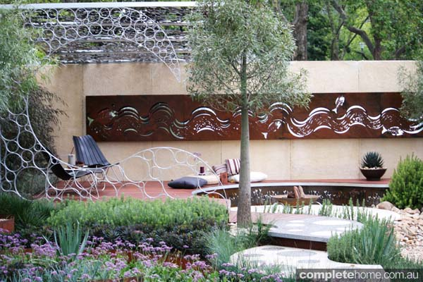 wave design garden wall