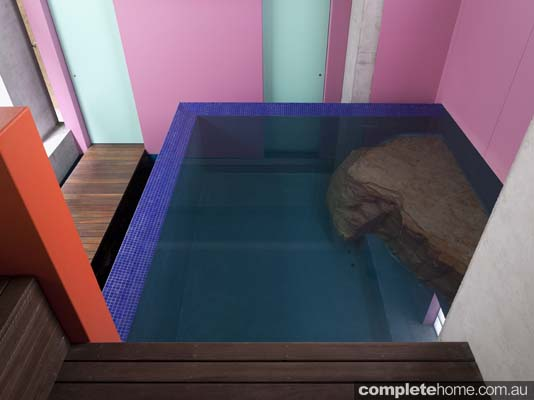 indoor_contemporary_style_pool