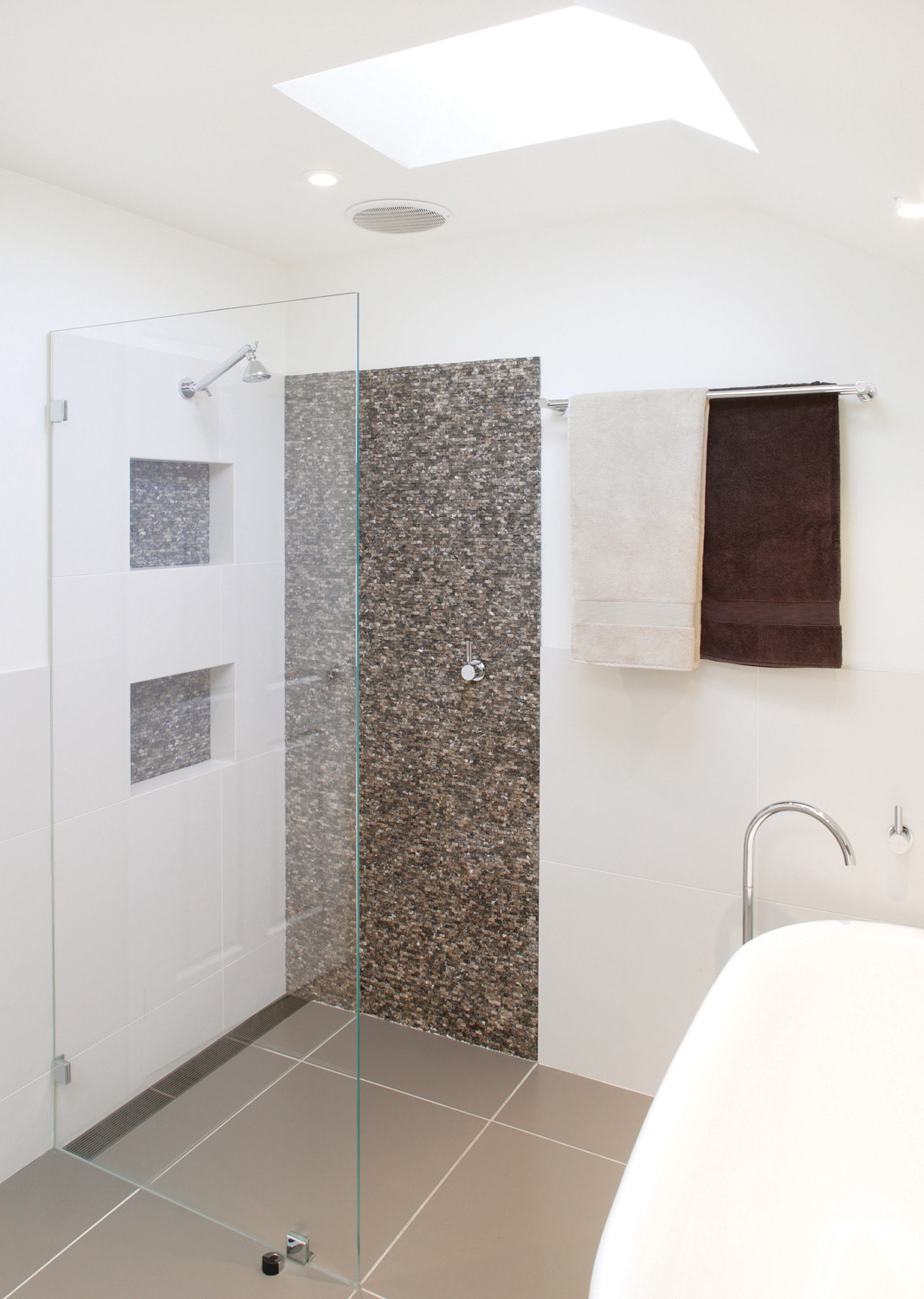 This New York themed bathroom located in Australia is eye-catching and spacious