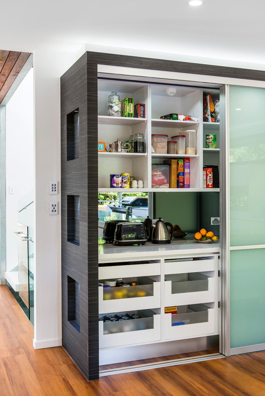 Beautiful and bright kitchen design
