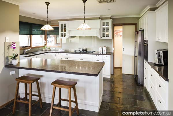 Stylish french provincial kitchen completehome - French provincial kitchens images ...