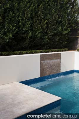 pool design, outdoor entertaining area and water feature