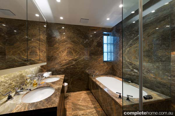 London luxe dramatic design completehome for Bathroom designs in italian marble