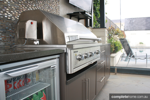 how a pizza oven can spice up your outdoor entertaining area
