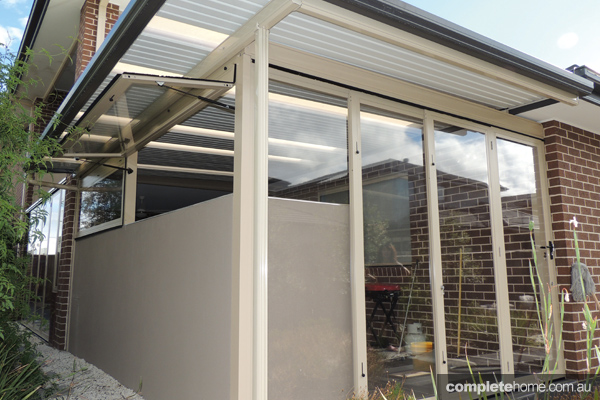 optiscreen outdoor screen with bifold doors and outdoor kitchen