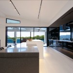 Minimalist black & glossy kitchen design