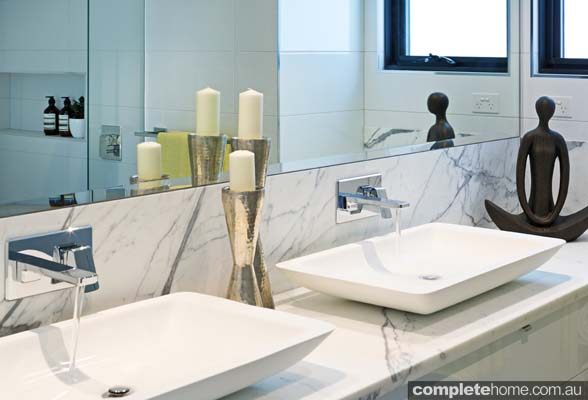 chic white gloss and marble bathroom ideas