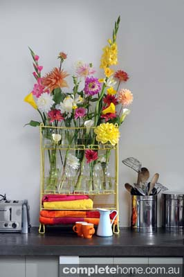 210340 meadow like display flowers in kitchen to compliment console table
